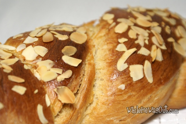 Greek_Easter_Twisted_Sweet_Bread  02