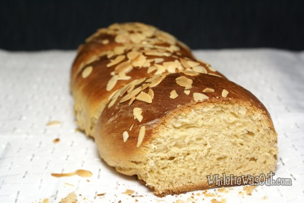 Greek_Easter_Twisted_Sweet_Bread  03